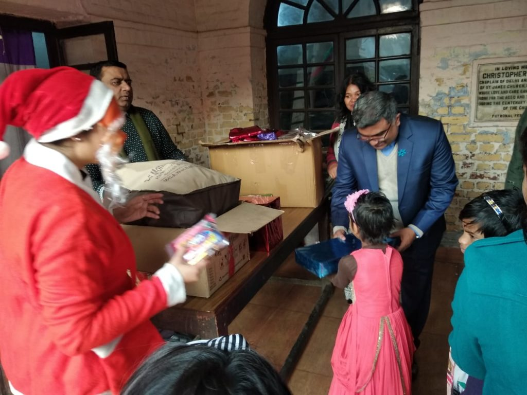 Kilkari Children getting Christmas gift